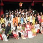孔子廟にて卒業写真(ハノイ)