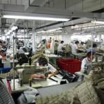 上海郊外の縫製工場