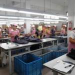 上海郊外の衣料品検品工場